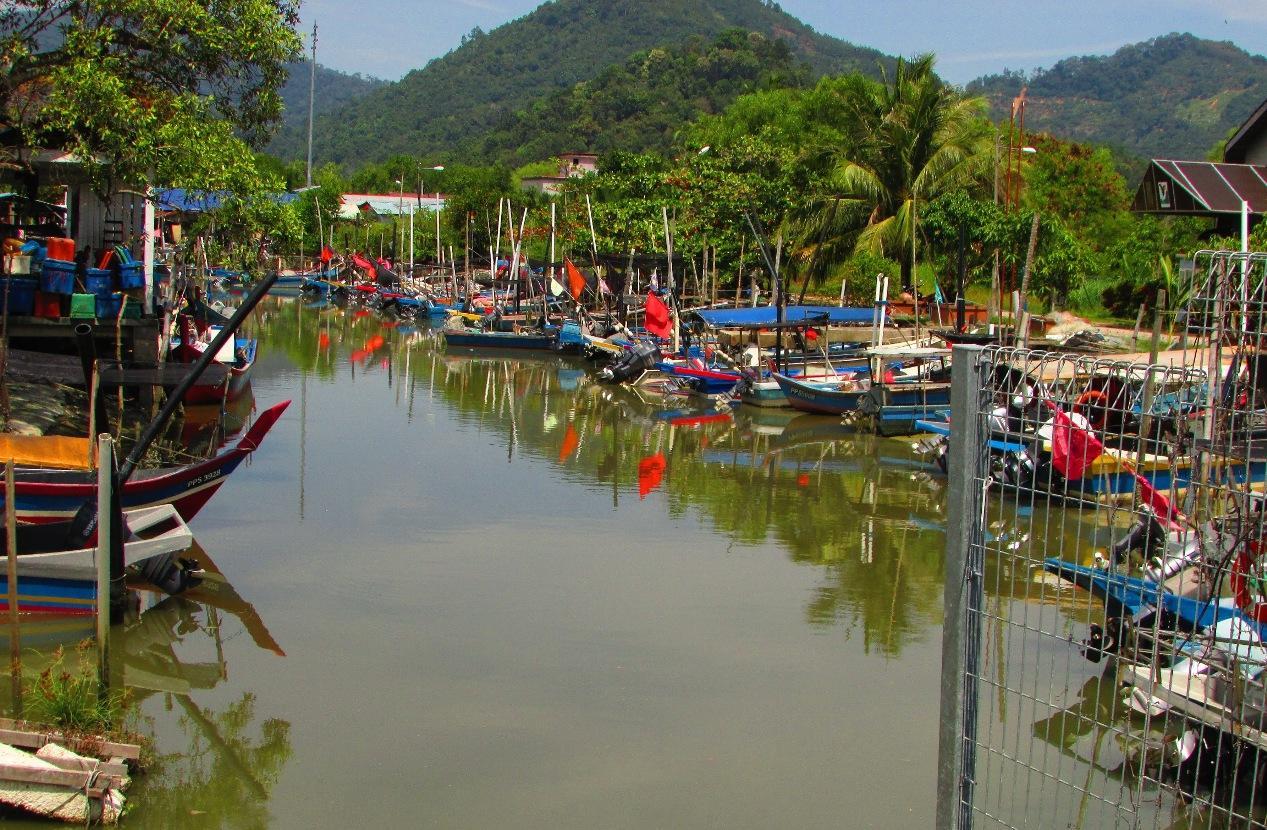 Nelayan pantai Pulau Pinang diancam bot pukat tunda dan bot pukat kenka | SAM