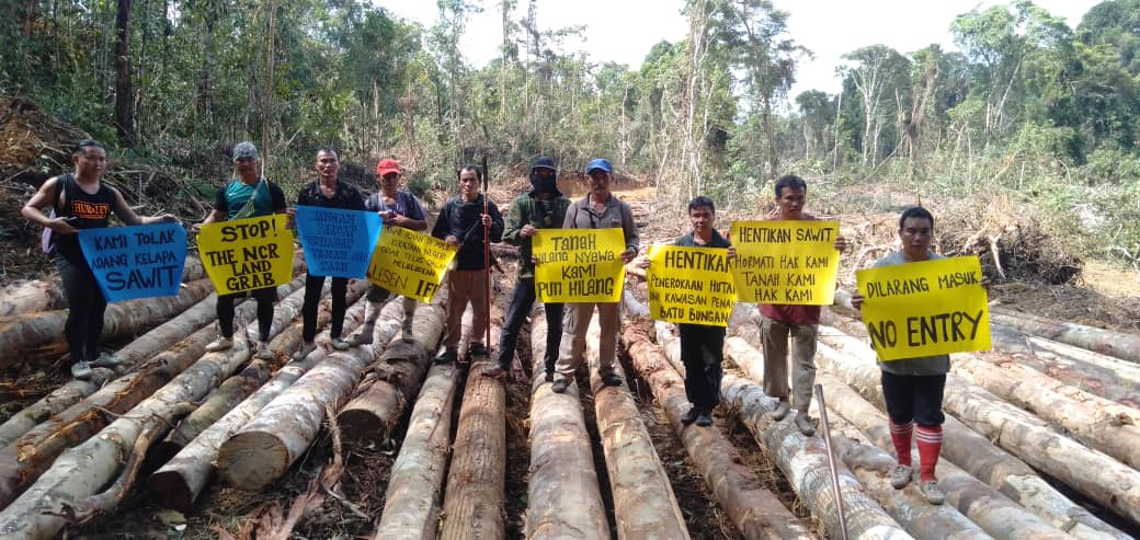 Penan landowners protesting against the encroachment in Mulu, Sarawak | SAM