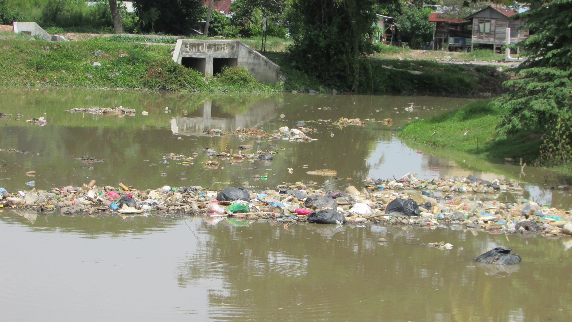 The river near the big market in Kangar | SAM