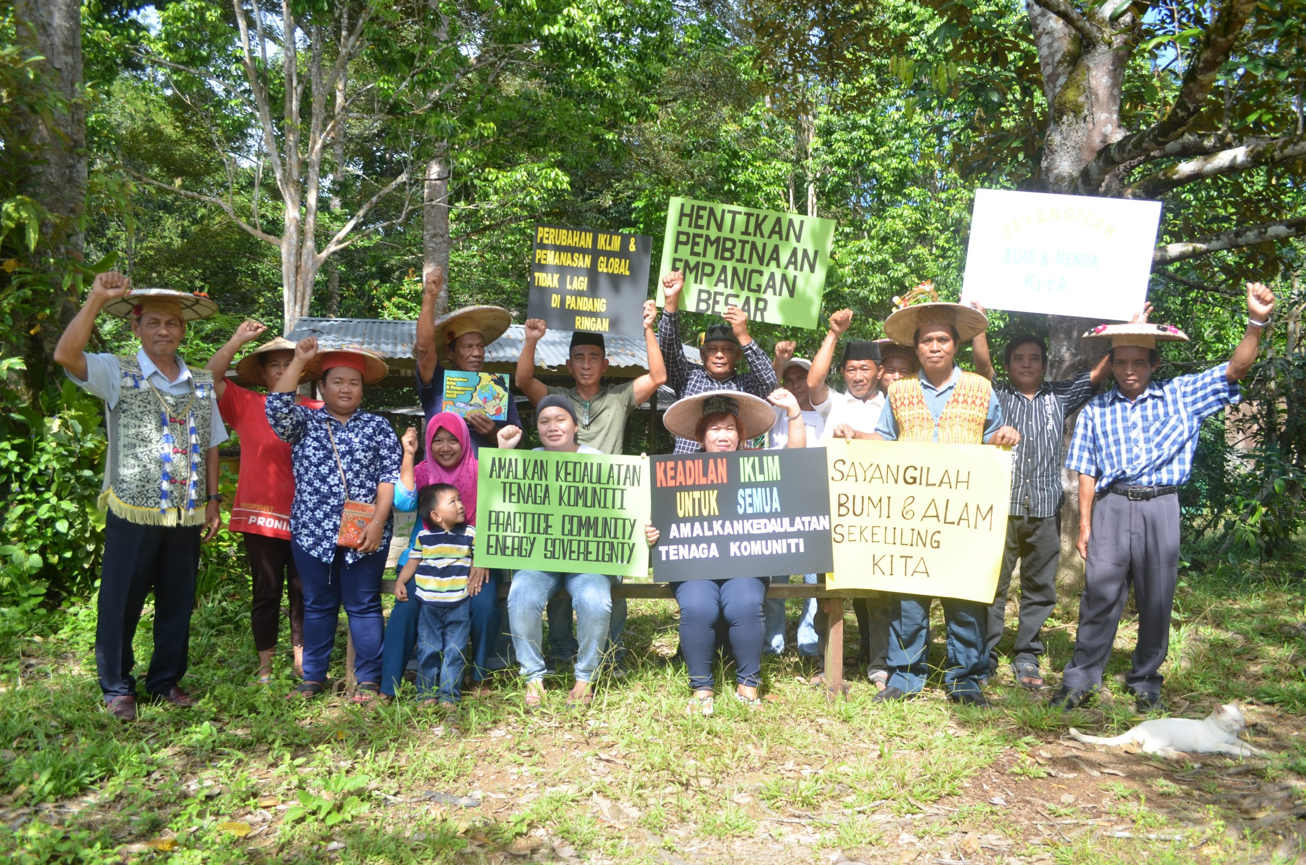 Members of Residents' Association from around Marudi with their demands