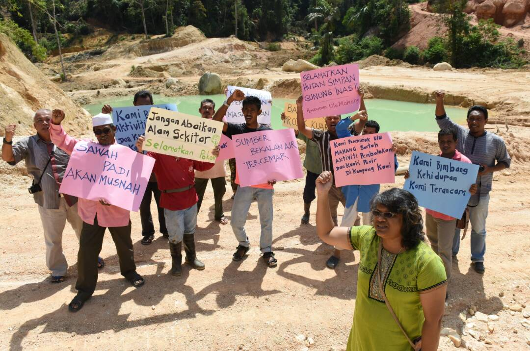 171024_Ulu_Mahang_villagers_protesting_sand_mining_project.jpg