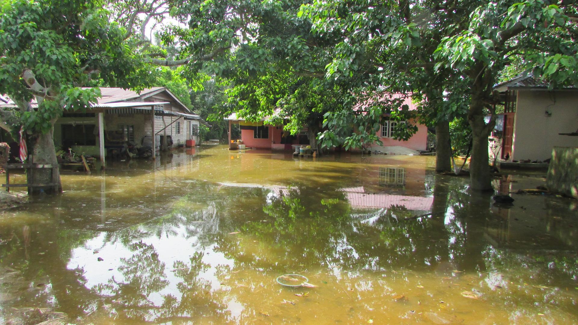 The flood in Kampung Padang Serai, Pantai Remis, Perak | SAM