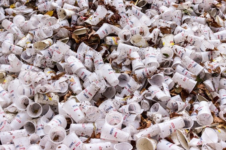 plastic cups, garbage, disposable cups-973103.jpg